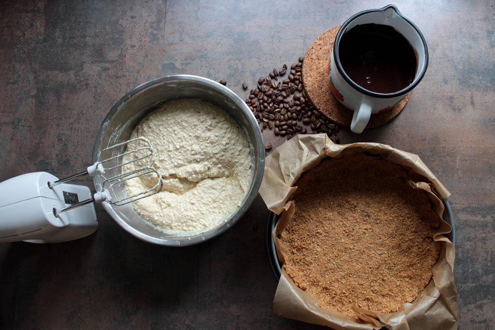 Quark filling, chocolate ganache and crust