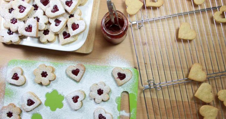 Whole-wheat linzer cookies with redcurrant jam
