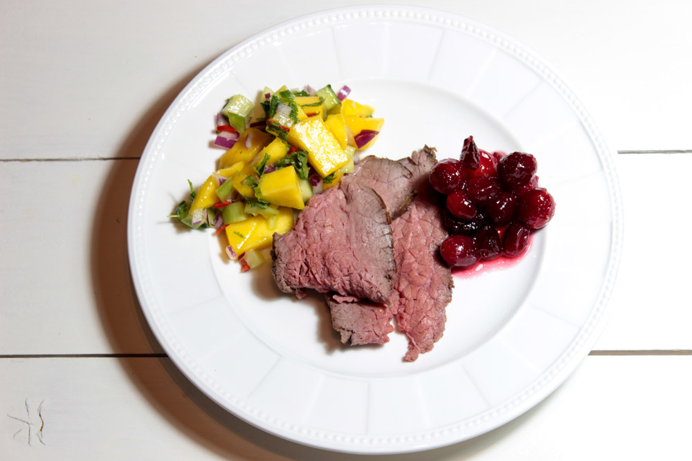 Roast beef with cranberries and mango salad