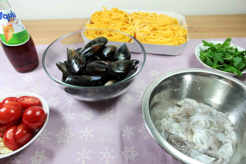 Ingrediencie na tagliatelle s morskými plodmi
