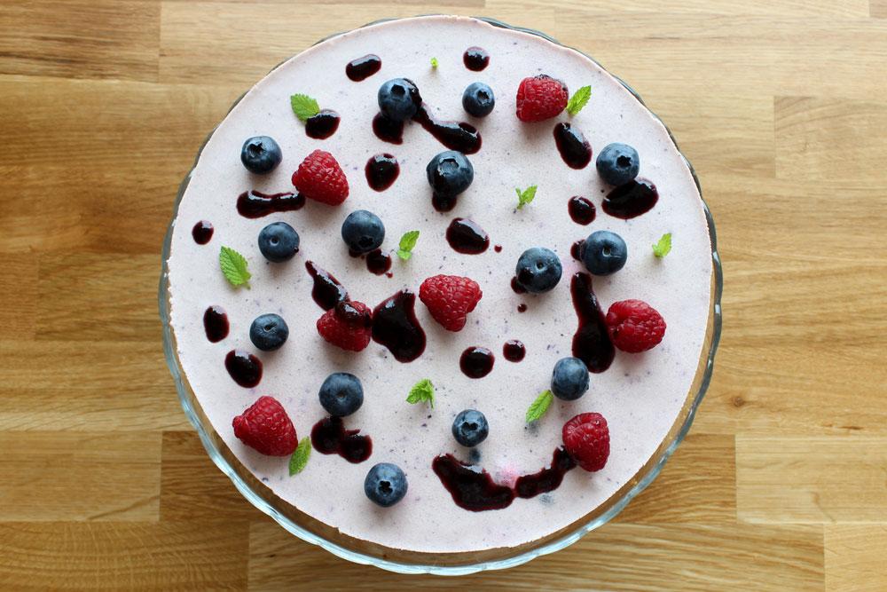 Pohľad zhora na jogurtovú tortu