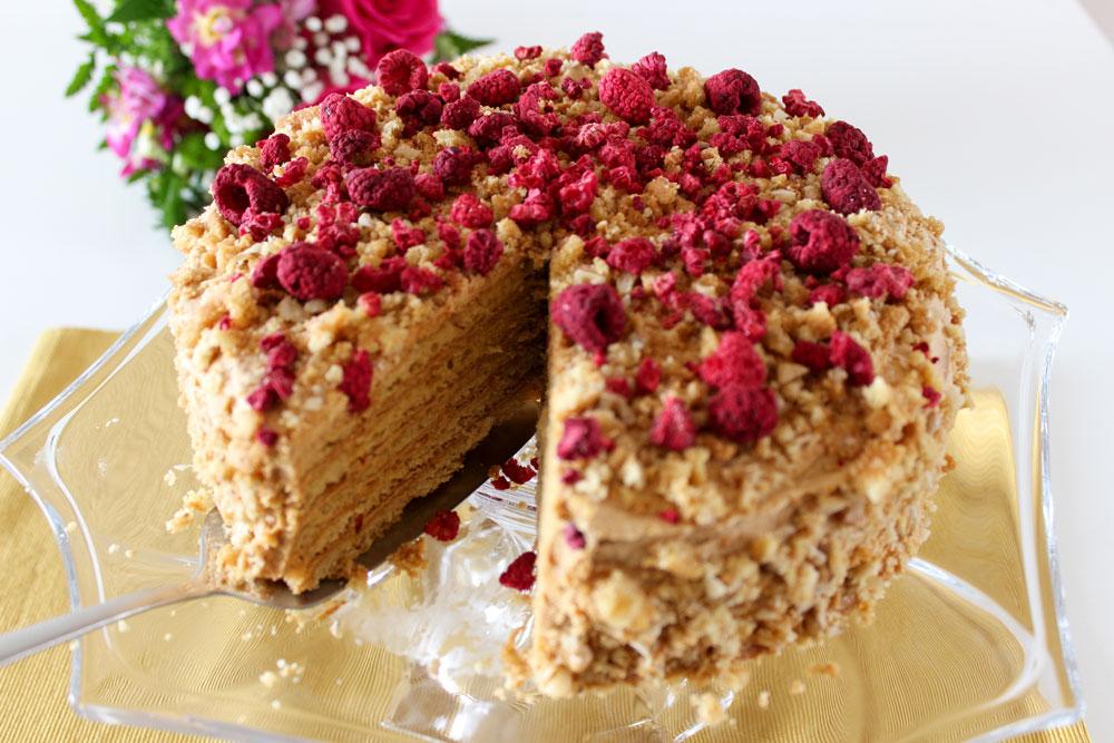 Torta s karamelovou plnkou