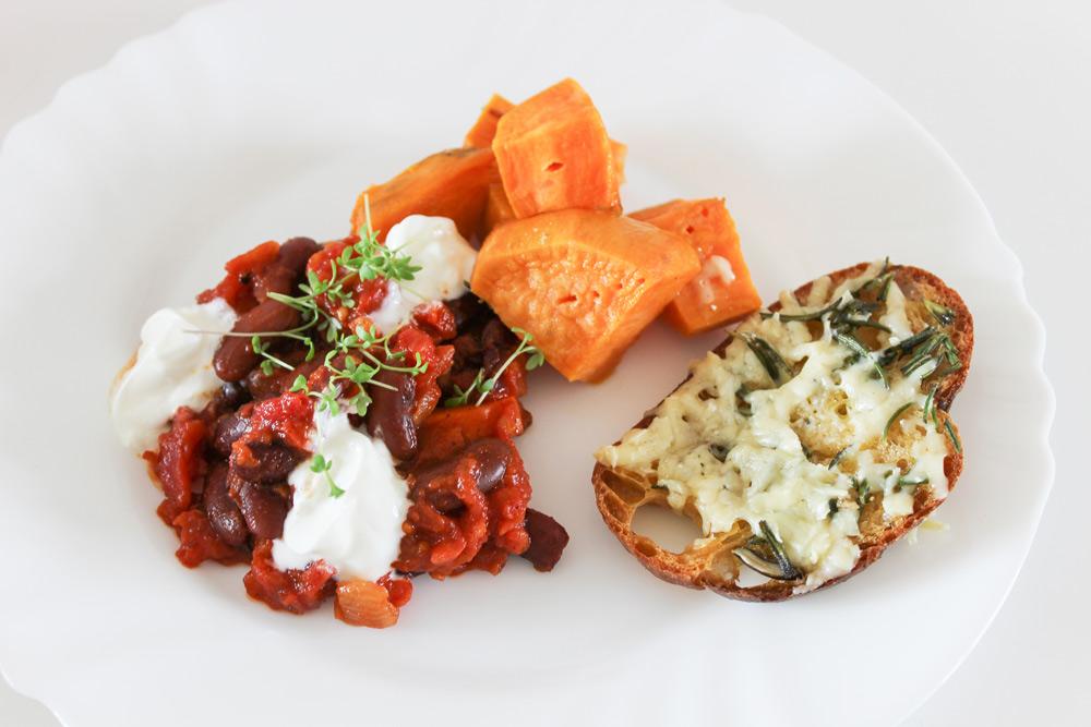 Čili sin carne –vegetariánske čili s batátmi a zapekaným chlebom
