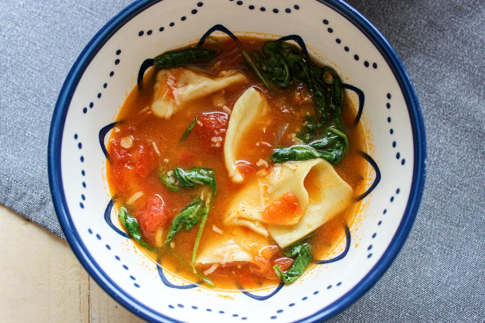 Rajčinová polievka so špenátom a lasagnami